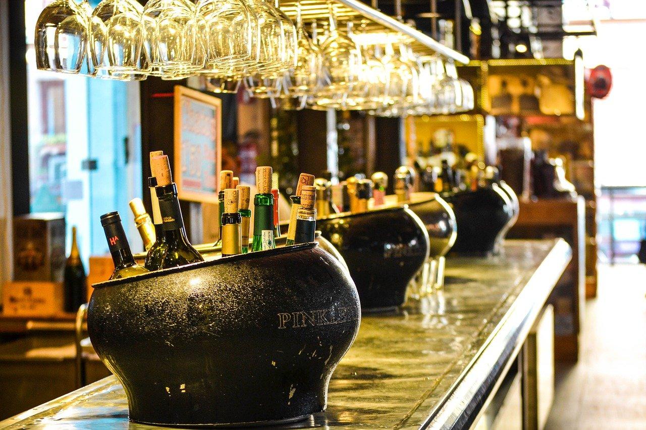 bar, pub, taberna