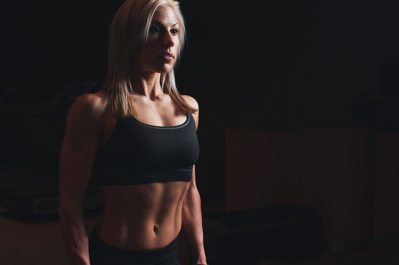 abdominales, atleta, bíceps