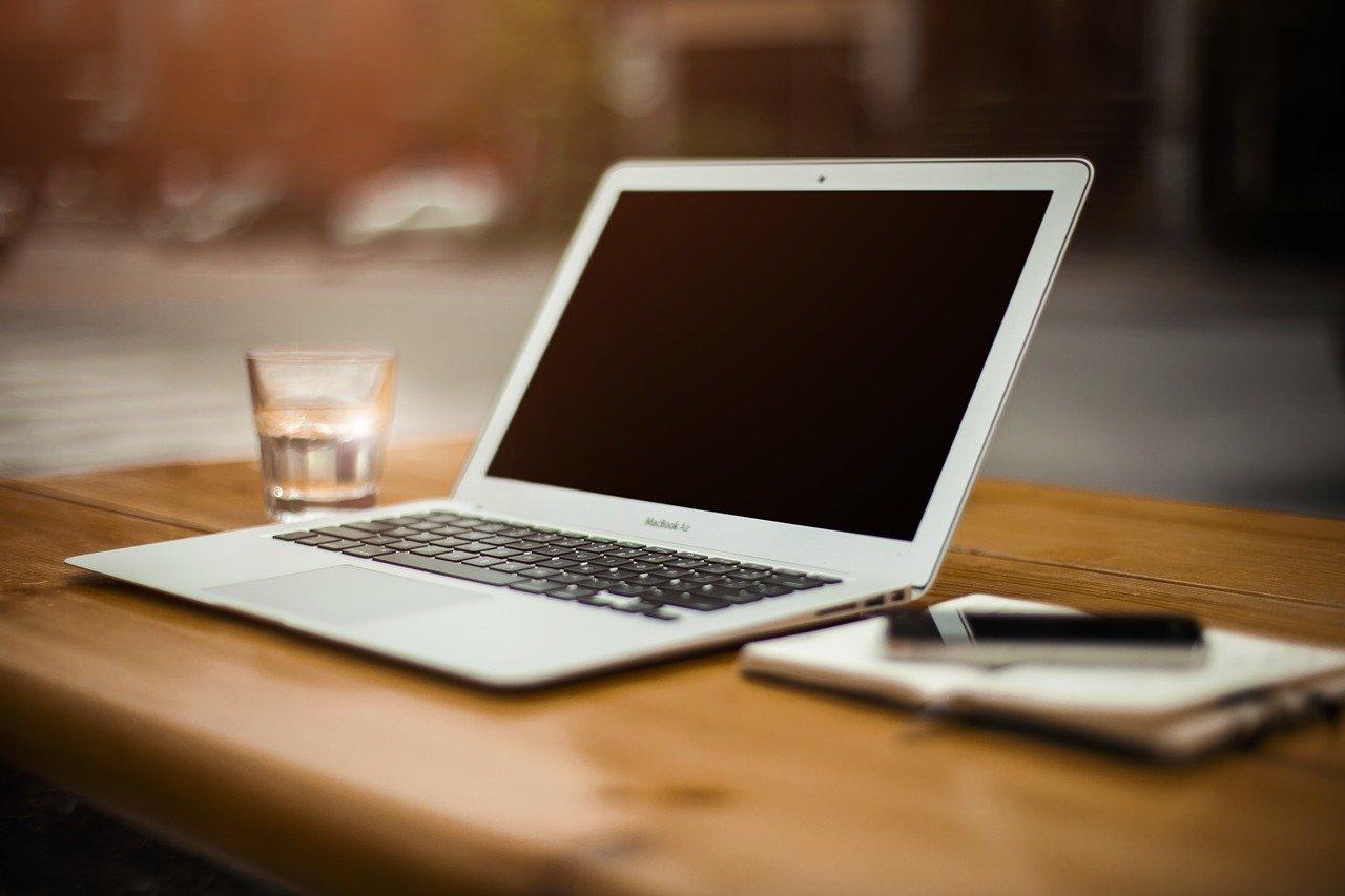 computadora portátil, escritorio, espacio de trabajo