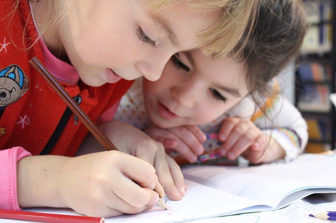 niños, niña, lápiz