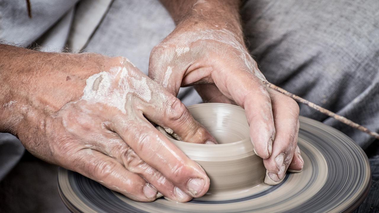 arcilla, cerámica, las manos