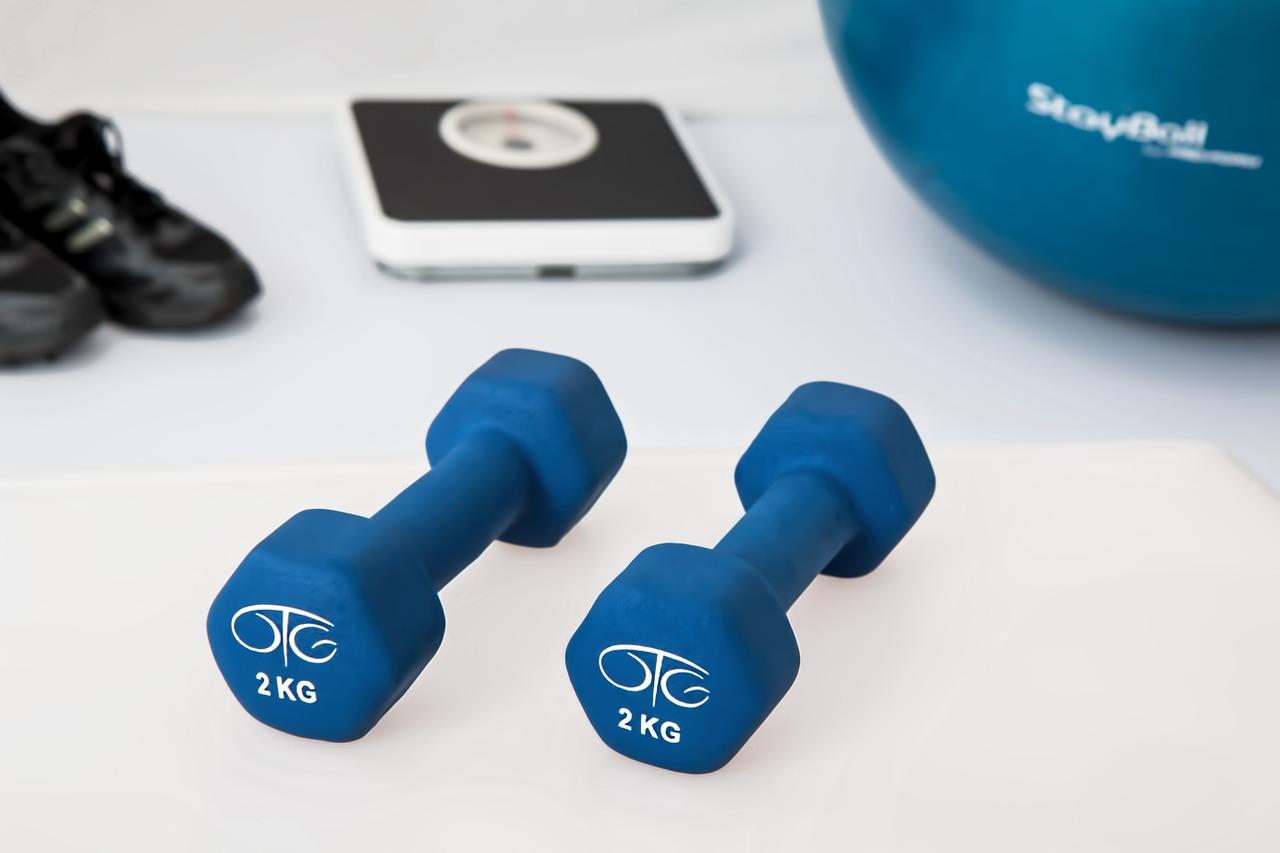 fisioterapia, entrenamiento con pesas, mancuernas
