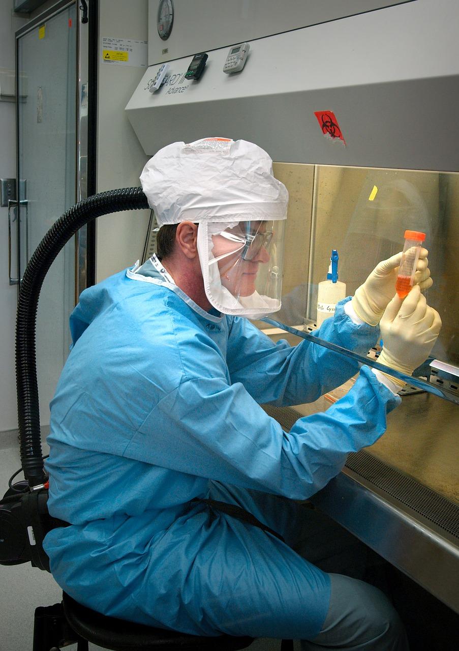microbiólogo, científico, patólogo