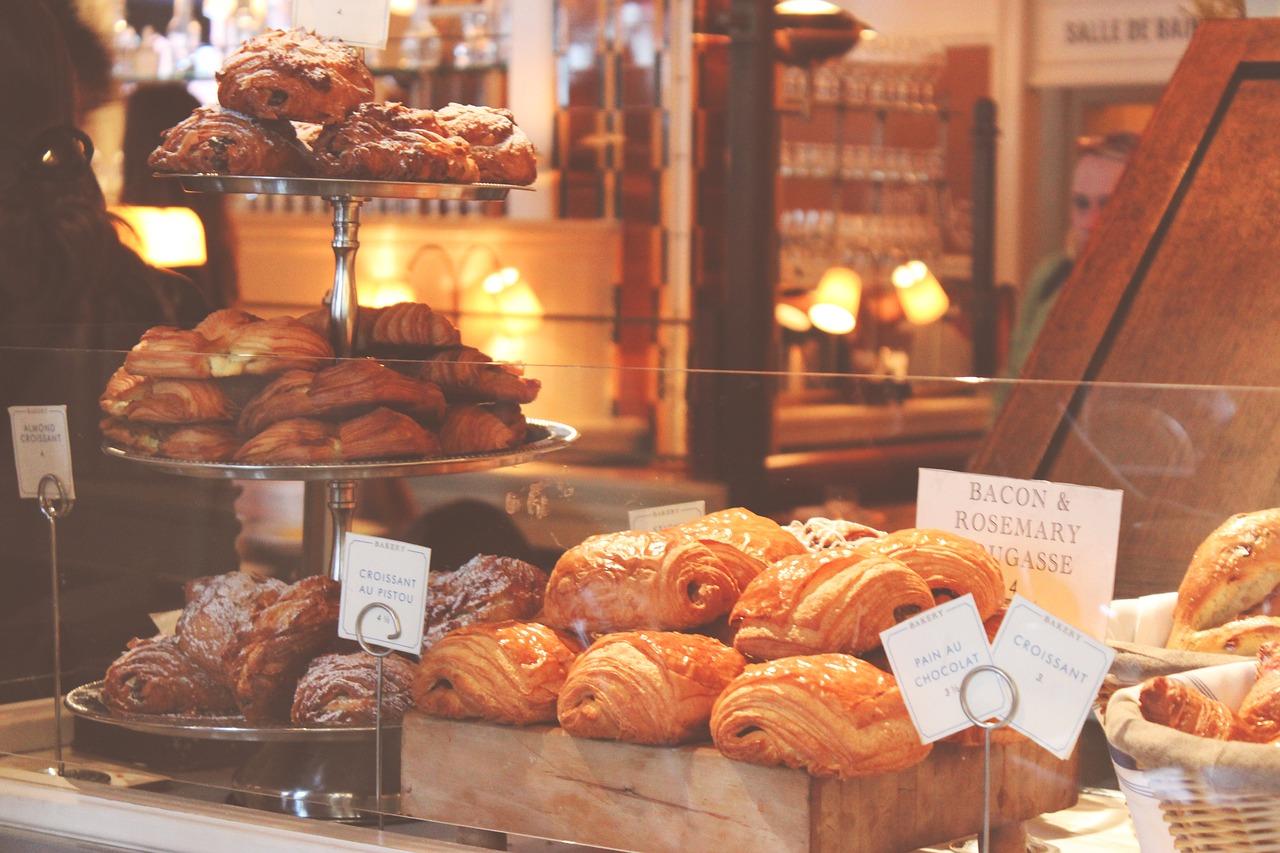panes, pasteles, croissants
