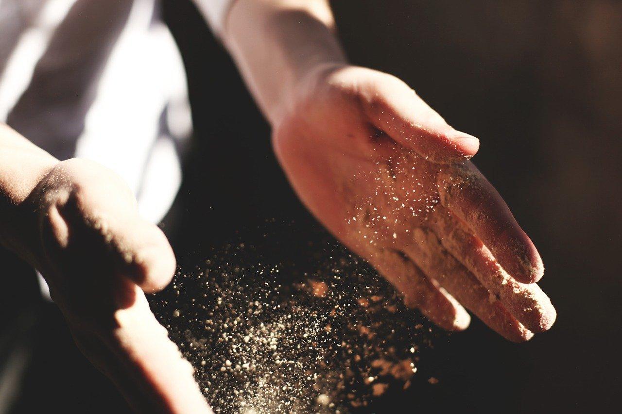 las manos, aplausos, polvo